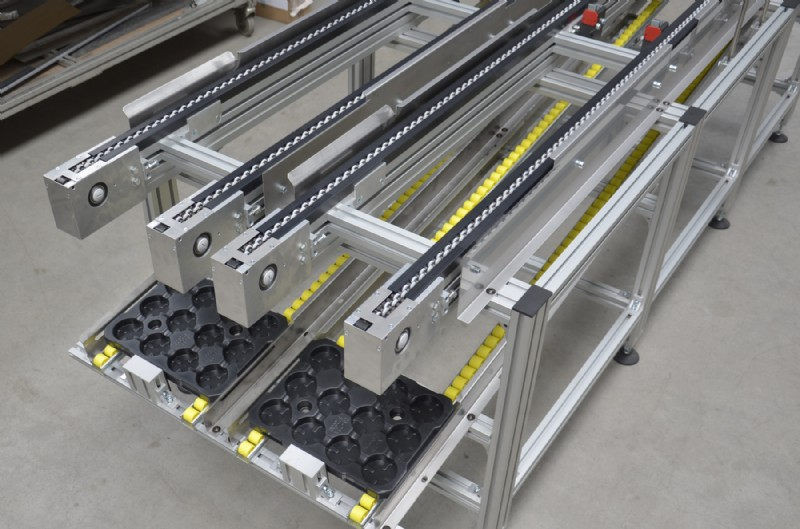 Over under pallet conveyors with roller return