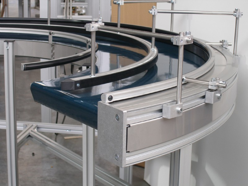 curve belt conveyor with side rails