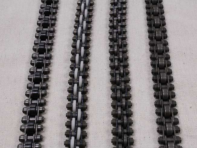 Accumulating Roller Chain (from left to right): Inline – Plastic Rollers, Staggered – Plastic Rollers, Staggered – Steel Rollers, Inline – Steel Rollers