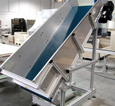 Incline flat belt conveyor with steel hopper